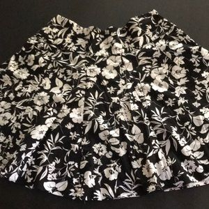 Chaps Size 16 Floral Black and White Skirt